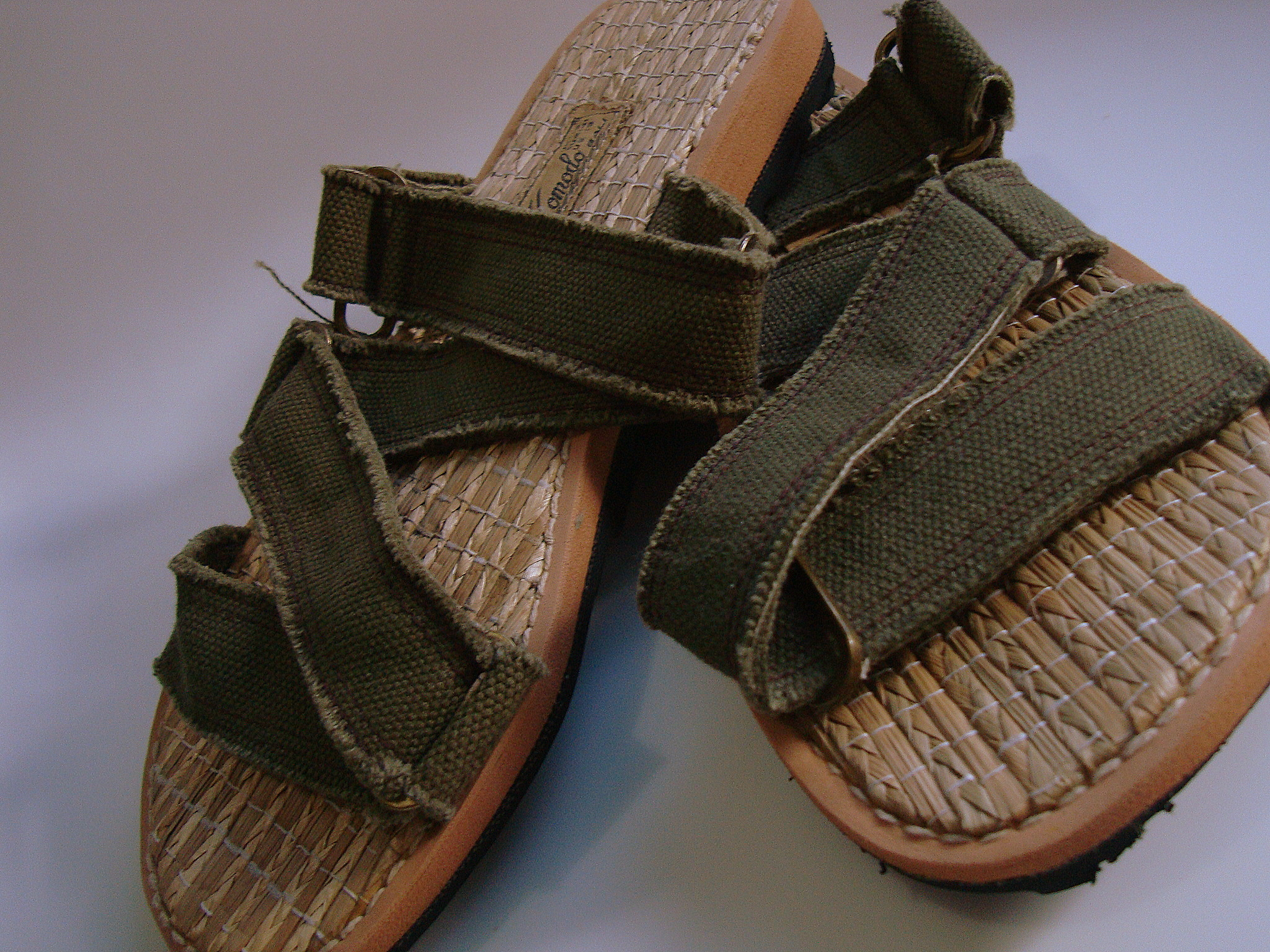 9fccb5c34ee3 the footbed is made out of rattan